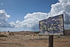 Agli sgoccioli (D@niel&) Tags: mare dune pioggia spiaggia sicilia trapani sabbia rete selinunte bandiere nubi docce