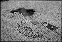Streets of Prague (El Ramonito) Tags: street blackandwhite bw film analog photography photo blackwhite prague kodak trix olympus epson perfection kodaktrix400 olympusom2n om2n v500 zuiko5018 epsonv500