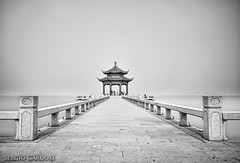 Under paradise lost (Sergio Gardoki) Tags: china sea mar blackwhite asia heaven cielo pagodas blanconegro