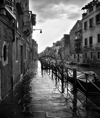 ...le cose , sono sempre le stesse ... (UBU ♛) Tags: water blackwhite noiretblanc blues venezia biancoenero blunotte blublack kodakeasysharem1033 bluacqua ©ubu unamusicaintesta landscapeinblues bluubu luciombreepiccolicristalli