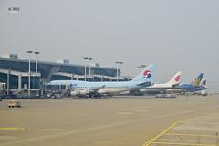 Korean Air, Air China and Vietnam Air (A. Wee) Tags: korea  incheon airport  seoul  boeing 747 747400 airplane jet