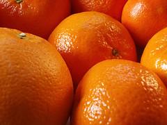 Ngm cam ng ung nhm nhi ngy nng (leharry89) Tags: skin fruit reflective pores macro closeup detail oranges citrus fruits sweet ripe