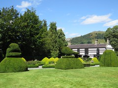 3212 Plas Newydd, Llangollen (Andy panomaniacanonymous) Tags: 20160806 bbb building cymru garden ggg hhh house llangollen plasnewydd ppp topiary ttt wales