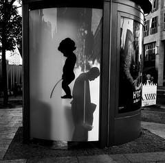 (Christian Schirrmacher) Tags: street streetphotography streetphoto strasenfotografie strasenfoto streetpassionaward strase juxta sw schwarzweis blackwhite blackandwhite berlin chriscandid leica leicaq