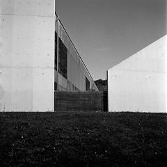 Lines. (Imanol 6x6) Tags: trix 400 kodak 120 6x6 500x500 film bw blackandwhite mediumformat mf nophotoshop rolleiflex trl f28 sansebastian donostia eh street landscape architecture
