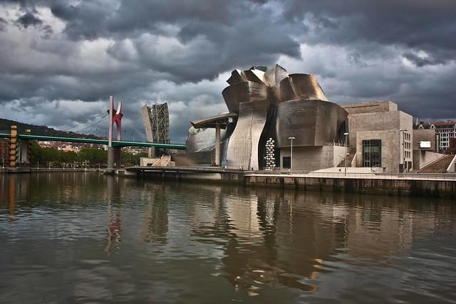 """Thumbnail for Il mondo dei musei, i musei del mondo. Giuseppe Frangi, """"Il Guggenheim di Frank Gehry. Miracolo a Bilbao"""""""
