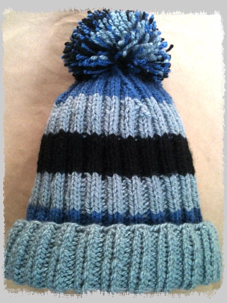 Gris y franjas (DanniMayorga) Tags  lana azul gorro negro invierno  artesanía beanies manualidades a3d88c51da3
