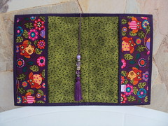 CAPA PARA LIVRO (Atelier Panos e Retalhos) Tags: bag quilt handmade sewing fabric patchwork tecido bolsinha retalho feitoamo artesanatocomtecido artesanatocomretalhos trabalhoempatchwork arteempatchwork