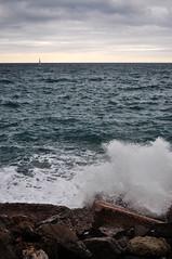 Au large (Collabois) Tags: sea mer wave bateau vague rocher ste