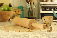 Rolling in  the dough (.OhSoBoHo) Tags: kitchen japan canon japanese robot baking dough manga mini roll flour rolling rollingpin odc danbo amazoncojp appletart revoltech canoneos40d danboard  yotsubai danboru danbolove danbophotography htitft amazoncardboardrobot pearlluciasayer littlebigdanbo weedanbo apronisateenybitofkitchenroll danbobaking bakerdanbo