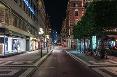 Smlandsgatan (Adam Haranghy) Tags: street trees houses night photography fuji shot nacht stockholm finepix fujifilm bume nachtaufnahme huser x100 strase smlandsgatan