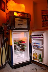 120922 GAVS BOWSER FRIDGE (17)C (Seaside-Mike) Tags: old food beautiful pentax garage australia adelaide southaustralia strobe oldfashioned beerfridge strobist yongnuo sea2side mikestobaphotography