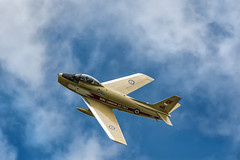 Golden Hawk (ISP Bruno Laplante) Tags: sky clouds vintage gold golden fly flying wings nikon jet fast sabre gatineau nikkor f4 vr warbird canadien hawks f86 d4 ynd 200400mm cf86