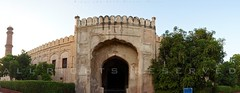 Roshnai Gate - Lahore (z) Tags: city pakistan architecture construction gate fort main entrance mosque bagh lahore oldcity masjid walled grandeur  mughal badshahi maingate panormama darwaza  roshnai hazoori widescape