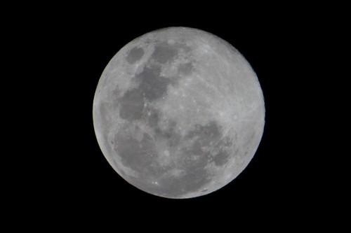 Moon 1 (lgberriman) light moon canon eos rebel low australia queensland 650d t4i