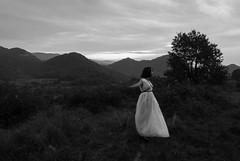 Lliure (Mariona Boada) Tags: libertad mujer paisaje
