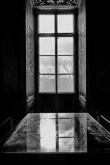 Galerie d'Apollon. (gringerberg) Tags: paris france window museum photography europe noir darkness louvre galerie muse nb reflect fentre blanc apollon gringerberg