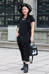 Coco (1) (TaipeiStyle) Tags: girl woman taipei taiwan songshanculturalpark hat black fashion style stylish fashionstyle fashionista streetstyle streetwear streetfashion street overall foodforthought tote sequins necklace