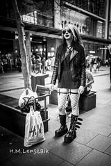 MONO3587 (H.M.Lentalk) Tags: summilux summiluxm 28mm 28 f14 14 114 11428 oz aussie australia australian street sydney black white people urban life city asph monochrome m typ 246