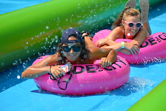 Spray field (radargeek) Tags: slidethecity oklahomacity oklahoma waterslide splash sunglasses american flag