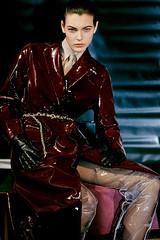 Vittoria Ceretti 1 (drno_manchuria (simonsaw)) Tags: vittoria cerretti model modelo moda fashion shirt tie camisa corbata cravata necktie jacket knot nudo menswear suit gravata terno chaqueta red rojo blanco negro white black