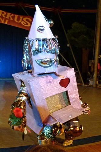 Roboter mit Herz - und Rose