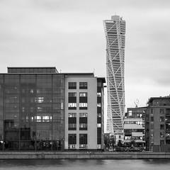 Turning Torso, Malmö (s_p_o_c) Tags: architecture skyscraper skåne sweden architect sverige malmö santiagocalatrava arkitektur bo01 turningtorso hsb västrahamnen arkitekt
