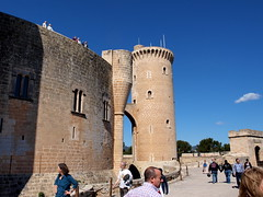 "Castell de Bellver - Palma - Festung • <a style=""font-size:0.8em;"" href=""http://www.flickr.com/photos/87978117@N02/8128500014/"" target=""_blank"">View on Flickr</a>"