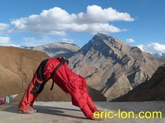 Eric Lon yoga at Demul (1) (Eric Lon) Tags: india cold yoga energy dynamic tibet heat practice souffle himalaya breathe froid warming spiti breathing inde tibetain himalayen chaleur activate respiration ericlon rechauffer demul acriver