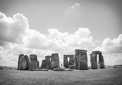 Colossi (~gio~) Tags: uk england cloud monument grass stone giant wonder ancient bc britain explore massive stonehenge proportion wiltshire puffy prehistoric 2007 henge amesbury wonderoftheworld explored utatafeature
