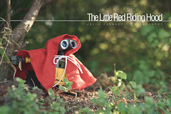 The Little Red Riding Hood (Juldavs) Tags: 35mm canon toy toys actionfigure robot action sweet plastic pixar juguete canon30d canon35mmf2 plasticlife toyphotography lifeinplastic htitft familiafotera retocuento