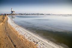 Marken Het Paard Kruiend ijs 2 (PeterWdeK) Tags: winter lighthouse ice blauw nederland bluesky vuurtoren marken ijs markermeer kruien