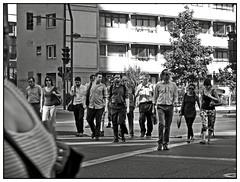 PAISAJE / Providencia con Carlos Antúnez I (ORANGUTANO / Aldo Fontana) Tags: chile street city people urban streets blanco canon calle flickr y gente ciudad personas urbana calles santiagodechile providencia duotono regiónmetropolitana comunadeprovidencia carlosantúnez negroblackandwhite canong10 orangutano aldofontana