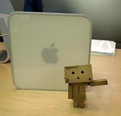 """Old Faithful"" (Mandasmac) Tags: toy robot applestore macmini geniusbar yotsuba danbo danboard"