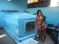 (DIMITRI PILALIS;) Tags: cemeteries public cemetery graveyard asian asia asien catholic child philippines north manila filipino nio menino pinoy filipinas catlico caixo enfantt
