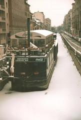 ice-breaker (omnia_mutantur) Tags: italy snow milan ice bar restaurant boat canal barca italia barco milano restaurante neve cocacola ristorante hielo canale navigli niege ghiaccio navigliopavese