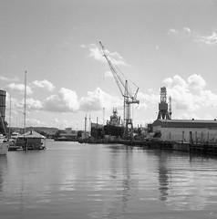 Storstadshamn, från Ringön. (rotabaga) Tags: sverige sweden svartvitt göteborg gothenburg lomo lomography lubitel166 tmax100 diy mediumformat mellanformat 120 6x6 blackandwhite bw bwfp hamn ringö