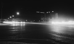 Calle (blanco y negro.) (Gabriel Plcs) Tags: bnw blancoynegro blancetnoir schwarzweis filmphotography analog fd28mm28 canonav1 fujifilm longexposure 35mmfilm 24x36 nightshoot filmisnotdead expiredfilm street strase rue calle