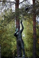 IMG_0024 (www.ilkkajukarainen.fi) Tags: statue sculpture glass blowing lasinpuhallus patsas museum museo musée museet museumstuff lasi käsityö työläinen worker suomi europa finland kuvanveistäjäkalervokallio valtotervomaa