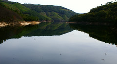 the lake by the dam (isabellerosenberg) Tags: portugal geres national park nationalpark penedageres hike trip