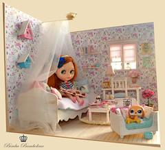 Ooak Diorama Shabby Canopy Bed (8)