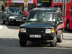 Land Rover Discovery V8i (kenjonbro) Tags: uk brown black london westminster se 4x4 trafalgarsquare rover vogue automatic land 1997 landrover 2008 discovery range rangerover charingcross sw1 v8i kenjonbro fujifilmfinepixhs10 p146lox e12eds