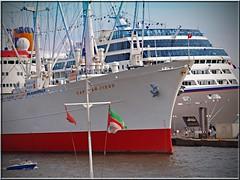port of Hamburg (Ostseeleuchte) Tags: ship ships hamburg hafen elbe schiffe portofhamburg