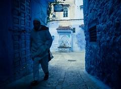Blues (cafard cosmique) Tags: africa mountain photography photo foto image northafrica morocco maroc chaouen chefchaouen marruecos marokko rif marrocos afrique chefchouen xaouen chouen afriquedunord    bluetowncity
