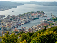 View on the city of Bergen, Norway (Frans.Sellies) Tags: norway geotagged day norwegen clear bergen bryggen flyen flien noorwegen flyfjellet p1040364 geo:lat=6039452229717576 geo:lon=5342681323687657