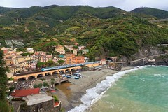 The Infrastructure Nave in Cinque Terre (Monterosso al Mare) - The Train (Maria_Globetrotter) Tags: world italien sea italy panorama heritage water train canon de la town site al day mare waves village view cloudy five liguria wave rail aerial unesco coastal lands viewpoint monterosso italie itali mondial patrimoine  humanidad patrimonio  welterbe tg wochy 550d 1585 werelderfgoed vrldsarv mariaglobetrotter