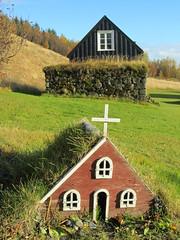 Iceland - Hvolsvollur - Skogasafn Folk Museum - Miniature House in front of Old House (JulesFoto) Tags: church museum miniature iceland folkmuseum skogar skogasafn miniaturehouse hvolsvollur