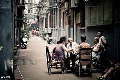 Mahjong (ExceptEuropa) Tags: life china street old people bw color building architecture canon asia mark chinese culture games ii 5d local 28 usm 中国 tradition wuhan 70200 ef hubei mahjong 武汉 hankou 汉口 2470mm 湖北 f28l
