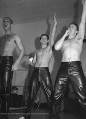 Take That (Lederjule) Tags: uk gay men leather leer pelle leder lederhose leatherpants uomini schwul cuir