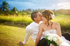 Sun warming (Pixelinthebox) Tags: wedding sun love soleil kiss couple amour tropical tropic mariage mauritius sud ilemaurice bisous belombre chateaubelombre pixelinthebox julienvenner weddingphotographermauritius photographemariageilemaurice